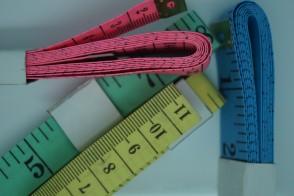 Maßband aus Fiberglas , Maßbänder eine Seite cm und eine Seite inch